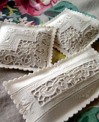 Lavender sachets from vintage linens. Absolutely stunning.