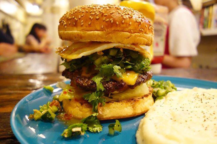 2016年のパクヨンハ最高です今年のチューニングだとパクヨンハの方が好きだな今月いっぱいの提供と思われるので最低あと一回は食べたいところしかし夏休みだけあって若い集団が次から次へと良く来るなーw #food #foodporn #meallog #burger #burger_jp #ハンバーガー # #tw #パクチソンの人
