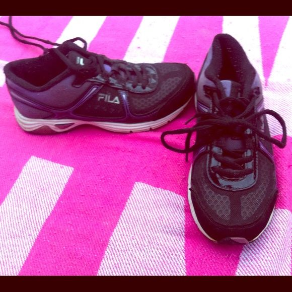 Fila running shoes Fila's running sneakers size 6 in great condition! Black and purple! Fila Shoes Athletic Shoes
