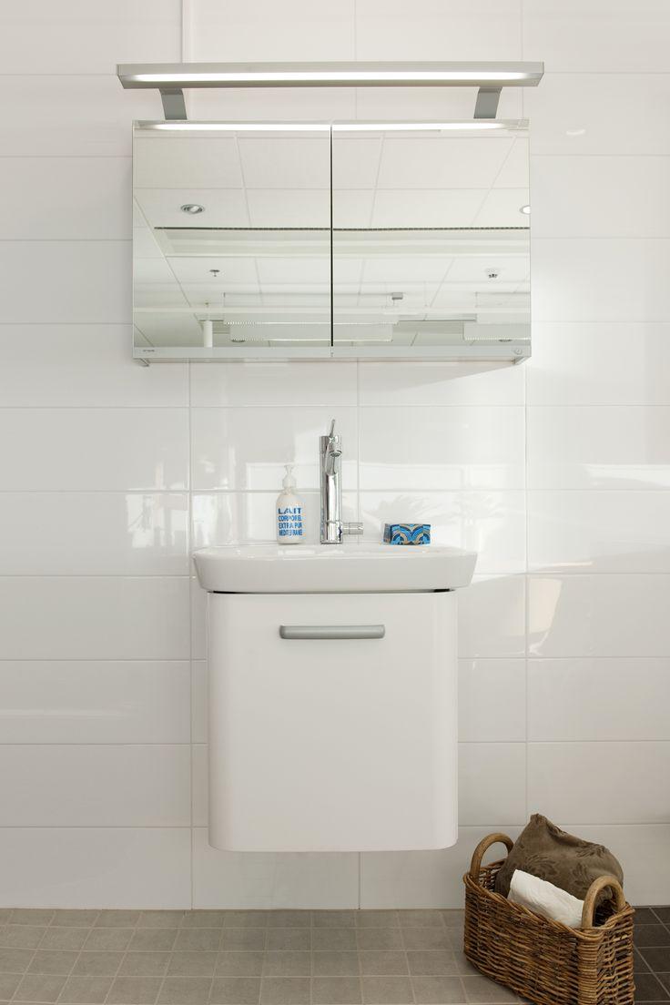 Kotimyymälässä pääset katsomaan uuden kotisi kylpyhuonekalusteita. Miltä hana näyttää asennettuna, valitsenko peilikaapin vai tasopeilin.