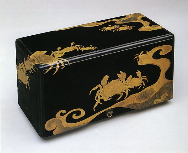 江戸時代 蟹波蒔絵箱 Box with Crabs and Waves Period: Edo period (1615–1868) Date: 17th century Culture: Japan Medium: Lacquered wood with gold hiramaki-e and e-nashiji on black lacquer ground