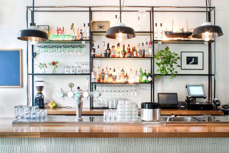 Op de Van Woustraat naast Hutspot, de fijne conceptstore met restaurant bovenin, vind je Bar Hutspot. Een toffebar waar je na een lange werkdag lekker kunt ontspannen. De drankjes zijn top. Denk: Moscow Mules met Ketel One vodka, acht verschillende gin-tonics, verschillende tequila's, whiskeys en bourbons en uiteraard goede bier en wijn. Maar ook de …