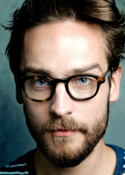 Tom Mison...bearded and with glasses! Swooning!
