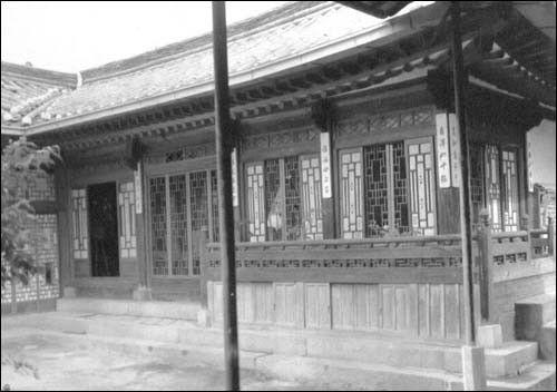 ▲ 1951. 7. 8. 개성, 임시 정전회담 장소였던 한 한옥. 이 장소는 그해 10월 24일까지 사용되다가 유엔군 측 요구로 10월 265일부터 판문점으로 옮겨졌다