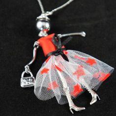 Sautoir poupée articulée, robe satin rouge et tulle, chaine de 84 à 89cm - poupée 11cm) | My Creation | CreaTis and Beads