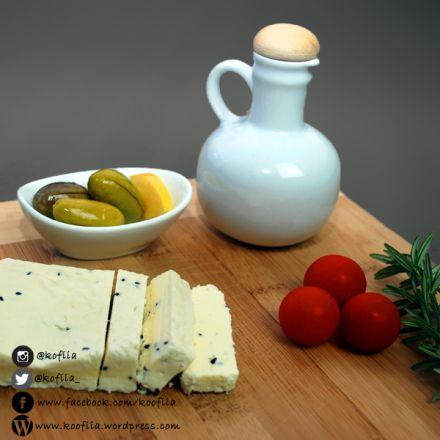 جبنة الريكوتا المنزلية بالقزحة – Homemade Ricotta Cheese with Black Seeds