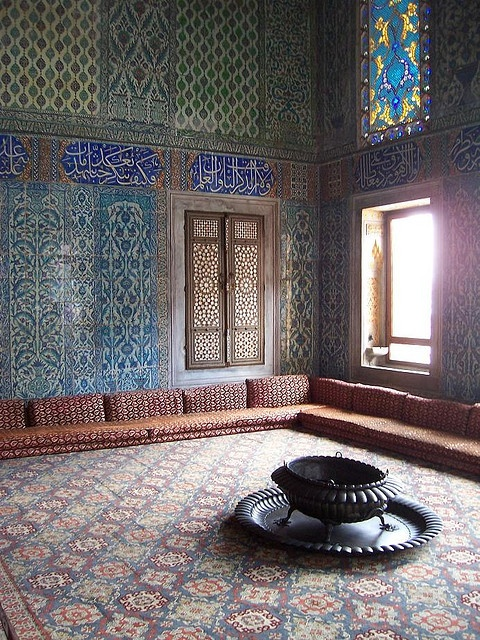 """I LOVE, LOVE, LOVE conversation pits, but this is on a little too grand a scale!  Shrink it by half.... :-D  Topkapi Palace """"conversation pit"""" photo by 'Curious Case' taken September 12, 2007"""