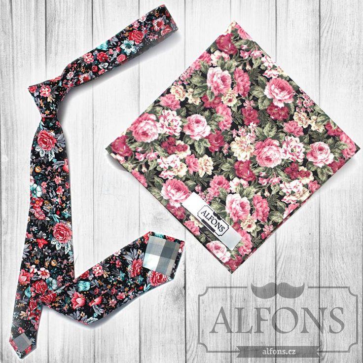 Pánská kravata s květinovým vzorem a kapesníček také s květinovým vzorem. Svěží letní stylovka