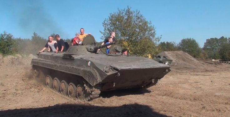 Beifahrer im BMP 1 Schützenpanzer in Grimmen Raum Stralsund #panzer #militär #krieger