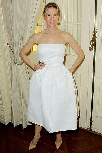 """Рене Зеллвегер в Reem Acra на ужине в честь премьеры фильма """"Бриджит Джонс 3"""" в Нью-Йорке"""