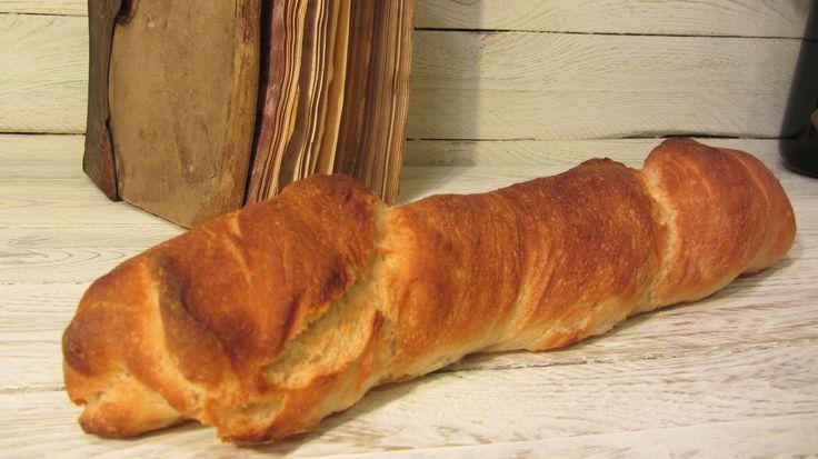 Gyökérkenyér recept: Ez a rusztikus, ropogós héjú kenyérféle szinte elronthatatlan. Rengeteg változatban elkészíthető, ez most a legegyszerűbb, legolcsóbb, natúr verzió.