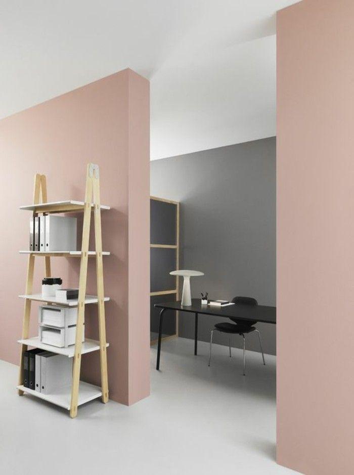 peinture mur salon de couleur rose pâle, sol beige dans le salon