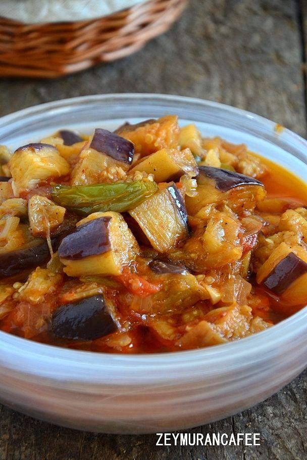 Patlıcan Yemeği Tarifi çok nefis etsiz bir yaz yemeği. Domatesli biberli her zaman yapacağınız bir patlıcan yemeği tarifi olacak