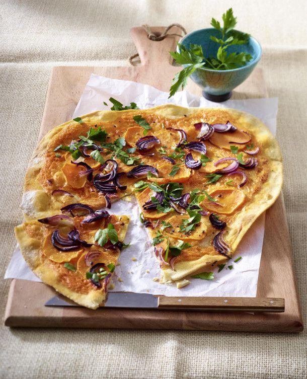Unser beliebtes Rezept für Süßkartoffel-Flammkuchen mit Harissacreme und mehr…