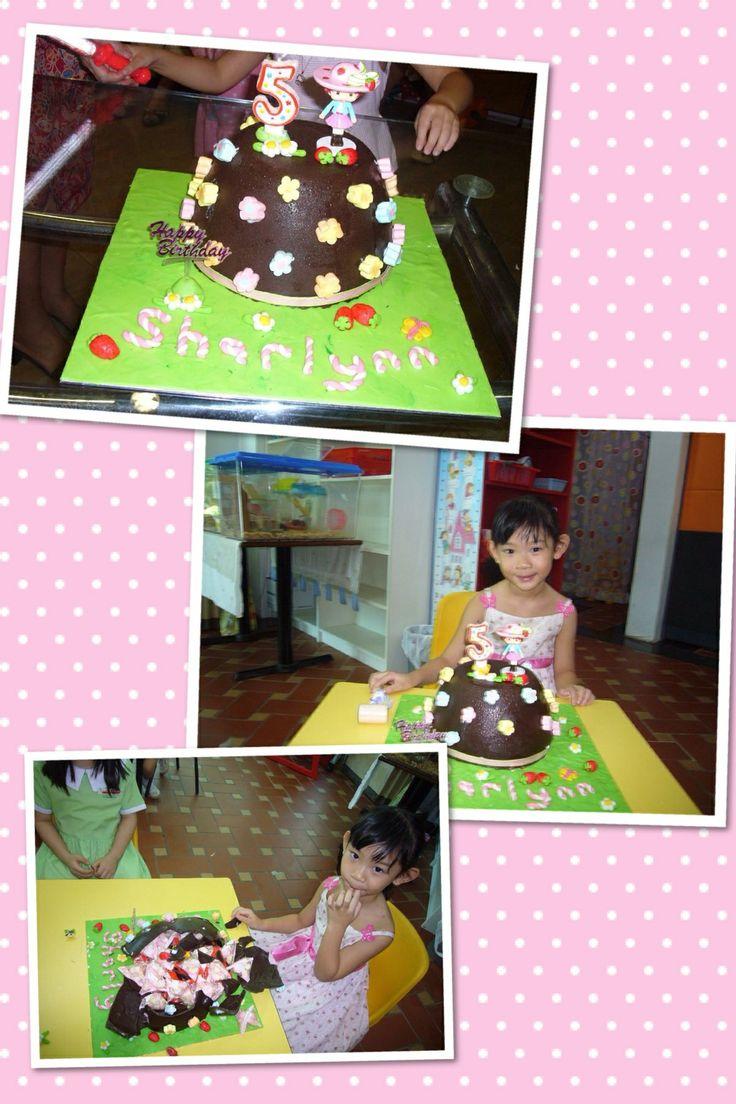 Strawberry Shortcake piñata cake