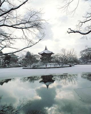 Pavilion of Far-reaching-Fragrances, Gyeongbuk Palace (Seoul)