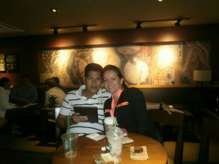 Compartiendo un cafe en star bucks en mexico. Con mi amada