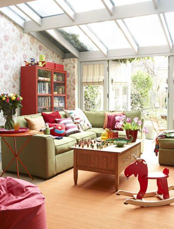 Gorheous bright sunroom, perfect place for children to play by day and adults to relax in the evening.