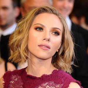 FBI investigating leak of Scarlett Johansson nude photos