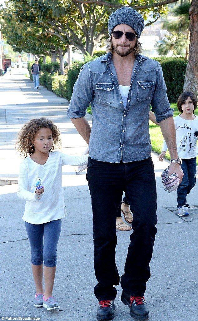 Gabriel Aubry pasó otra tarde con la hija de seis años de edad Nahla..