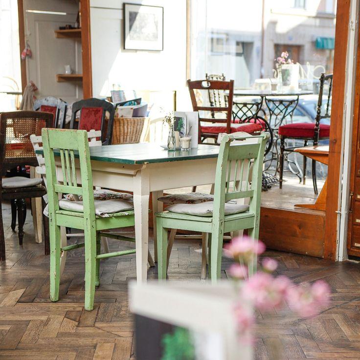 Die Einrichtung im Café Marais erinnert an franzöisches Cafés, perfekt für ein Frühstück wie in Paris | creme münchen