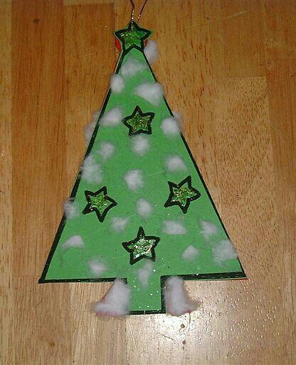 Kerstboom met plukjes watten en glitterlijm