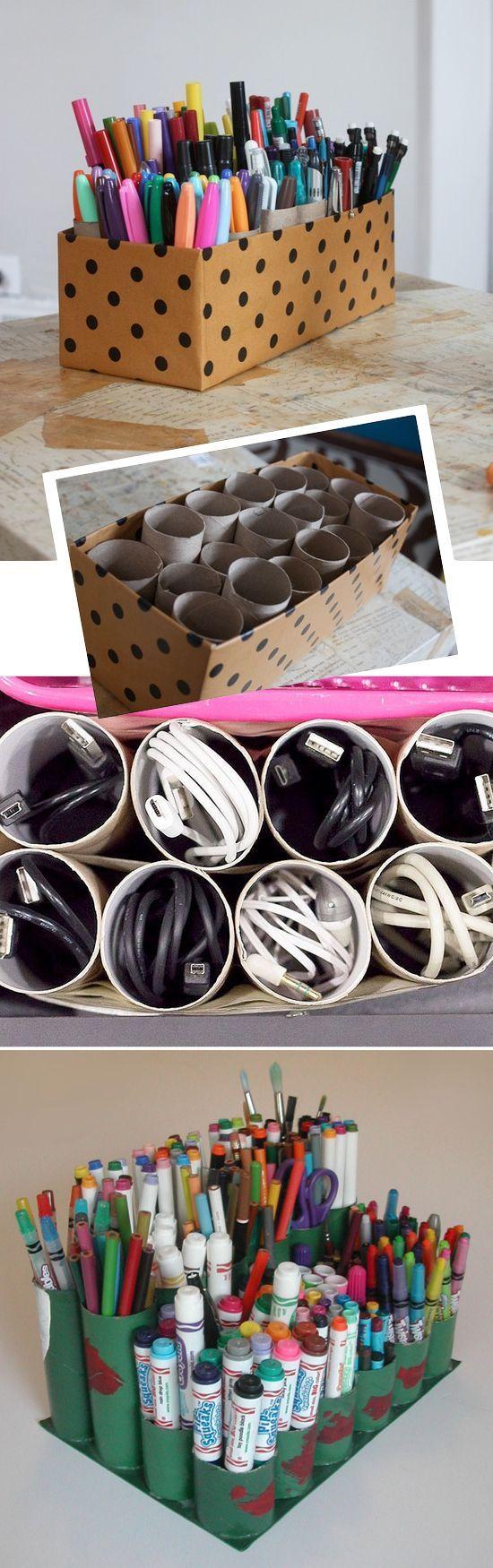 Cartones de papel higiénico y papel de cocina para ordenar Bolígrafos, cables y demás.