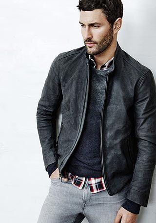 グレーレザージャケット×グレーセーターの着こなし(メンズ)   Italy Web