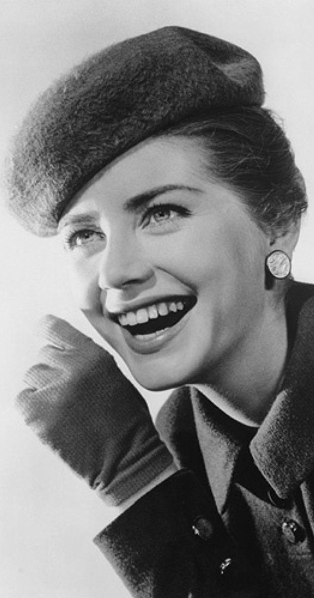 Dolores Hart was born on October 20, 1938 in Chicago, Illinois, USA as Dolores Hicks. She is an actress, known for Ces folles filles d'Ève (1960), Bagarres au King Creole (1958) and François d'Assise (1961).