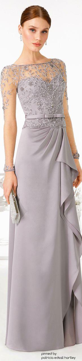 Oh! Bellísimo vestido de gasa en color gris pastel con pechera transparente bordada en canutillos y perlas.