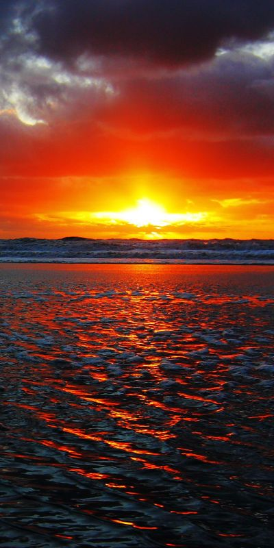 ✯ Supernova... the ocean looks like molten lava.
