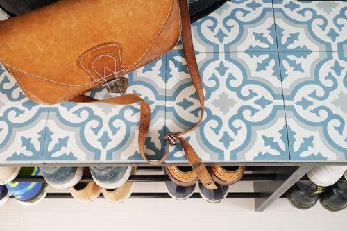 Platsbyggd skohylla av MDF och gardinstänger Hall Pinterest