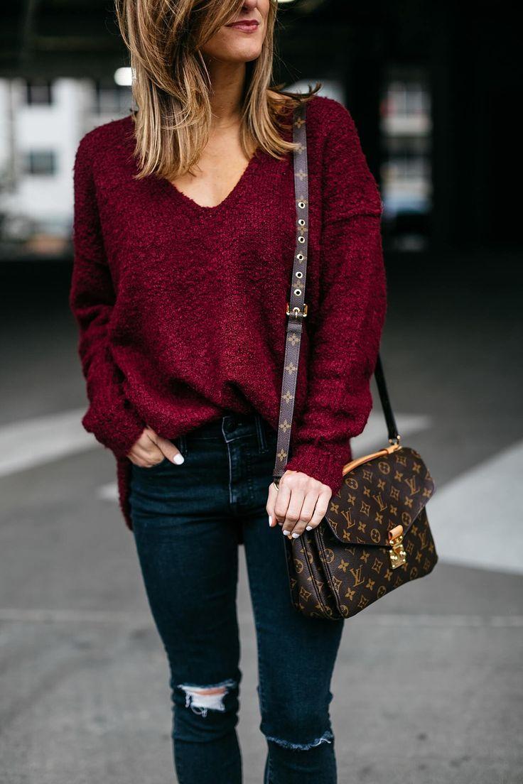 oversized burgundy sweater and pochette metis louis vuitton crossbody bag