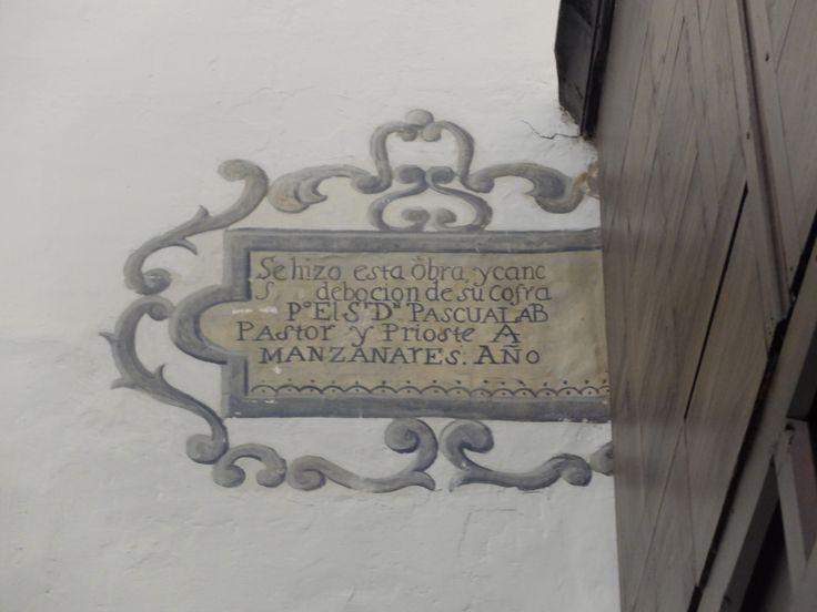 Iglesia de la Asunción. Pintura al fresco que recuerda antigua reforma. Lado de la epístola.