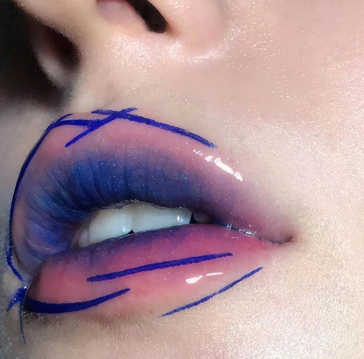 Love this ombre lip with graphic lines