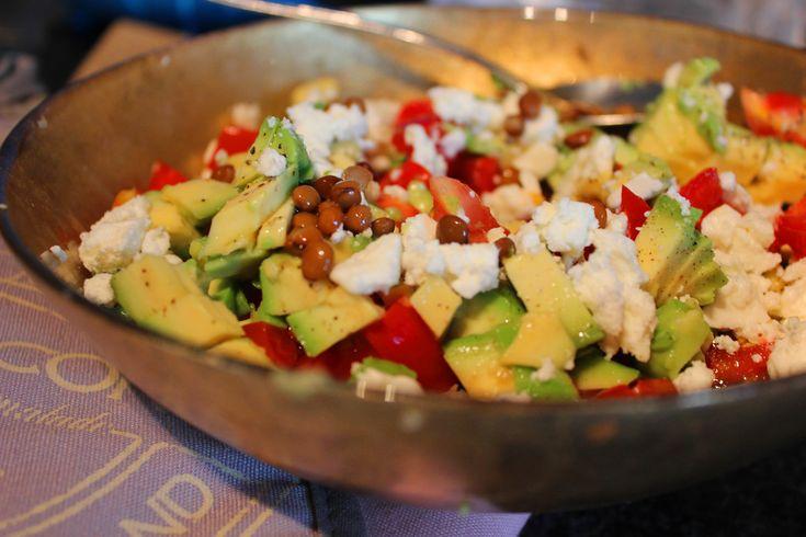 Linzensalade met avocado, feta en koriander - FingerLickingFood | FingerLickingFood