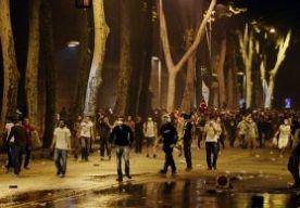 2-Jun-2013 8:32 - BRANDEN EN GEVECHTEN, MAAR RELATIEF RUSTIGE NACHT IN TURKIJE. In Turkije was het na twee dagen van onrust vanwege de grootste anti-regeringsprotesten in jaren vannacht relatief rustig, melden de internationale persbureaus.