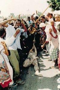 -Premio Pulitzer de fotografía de 1994 Para Paul Watson, del The Toronto Star por la foto de un soldado de los EE.UU. siendo arrastrado por las calles de Mogadiscio
