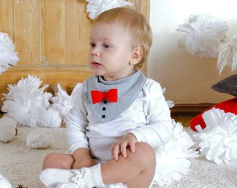 Baby jongen Valentijnsdag outfit Bandana Slab met strikje doopsel kerst verjaardagsgift voor Baby Boy grijze trui slabbetje met rode vilten vlinderdas