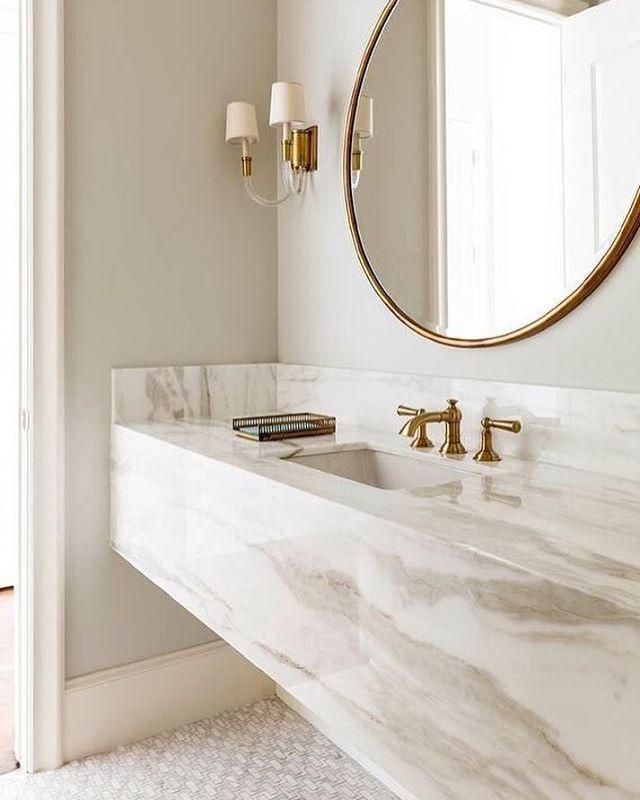 Bancadas, piso e teto em mármore // projeto de Granito Natuursteen # ...
