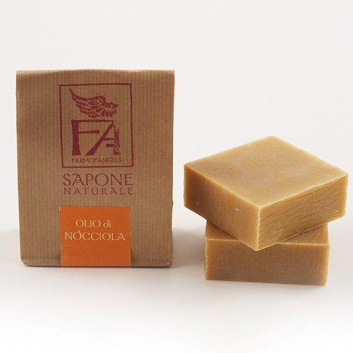 Sapone Naturale all'olio di nocciola Semplicemente eccezionale, con tanto olio di Nocciola IGP delle Langhe spremuto a freddo. Astringente, purificante e riequilibrante, indicatissimo per pelli grasse e arrossate. 8% olio di nocciola. Per viso e corpo. - See more at: http://www.armonieviola.com/store/sapone-naturale-olio-di-nocciola-igp#sthash.yXXVMLnz.dpuf