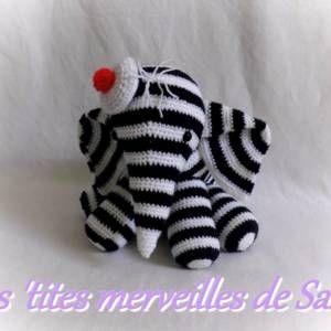 Doudou/peluche bébé éléphant rayer bleu et blanc marin au tricot en laine acrylique