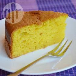 Cake met kurkuma (superfood!). Deze cake wordt gebakken met yoghurt en olie in plaats van boter en de combinatie met kurkuma en sinaasappel is heerlijk. Dit is een supereenvoudige cake om te maken, ook niet geheel onbelangrijk!