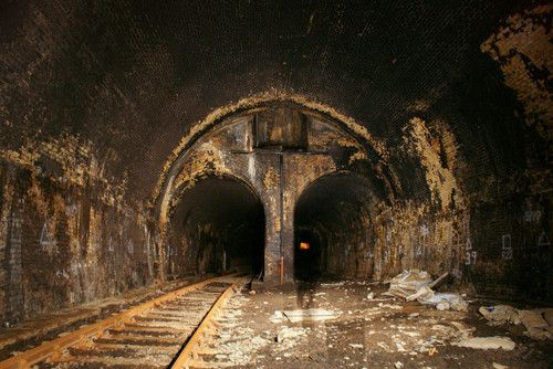 This is King William Street station which was the first station to be closed. it was abandoned in 1899