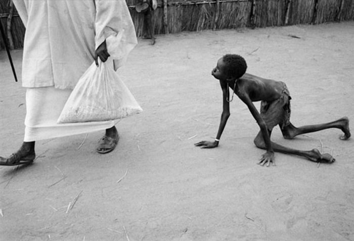 dat er zo veel armoede en hongersnood  in de wereld is schokt mij heel erg. :(