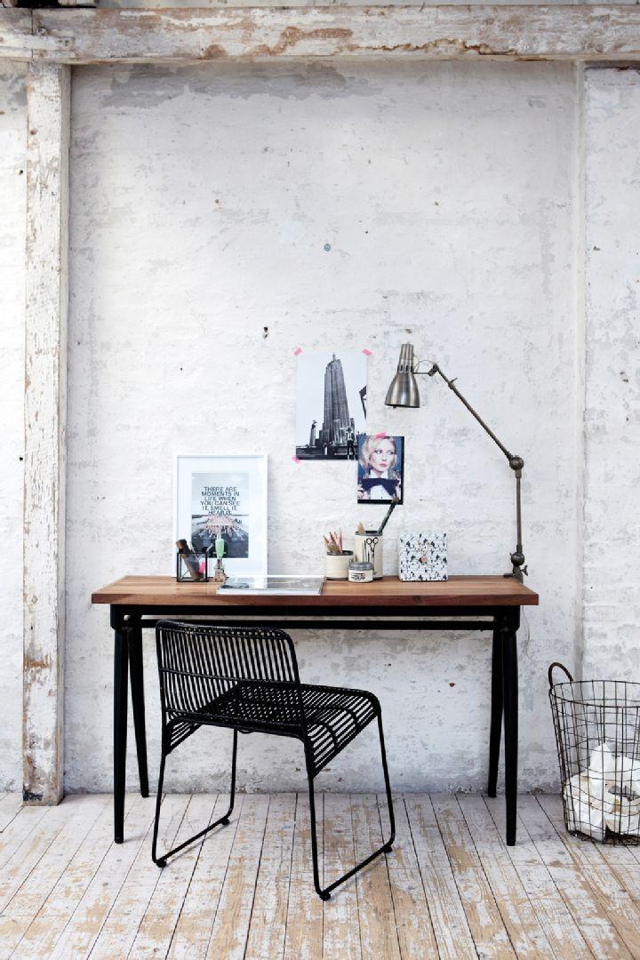 Sisustus - työhuone - tukeva pöytä työpisteenä