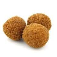 Bitterballen (bevoren): als het geen ovenbitterballen zijn moet je ze even inkwasten met olie. Verwarm airfyer voor op 200 graden. Dan afbakken in ca. 10 minuten. Maximale hoeveelheid: bodem mandje bedekt.