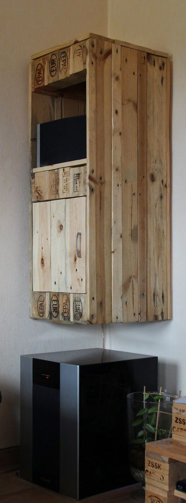 h ngeschrank aus europaletten wall cupboard made from pallets upcycling europaletten. Black Bedroom Furniture Sets. Home Design Ideas