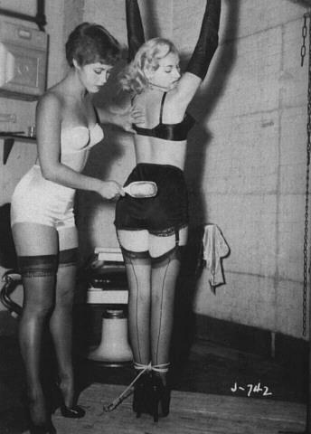Adult diaper pissing women