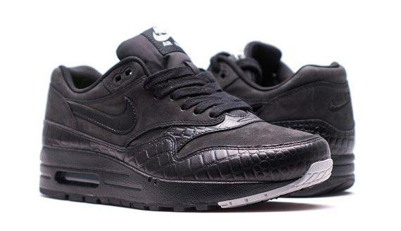 nike air max 1 black reptile 04 570x329 Nike Womens Air Max 1 Black Reptile